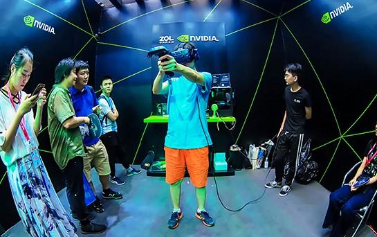Chinajoy现场VR游戏玩high了!