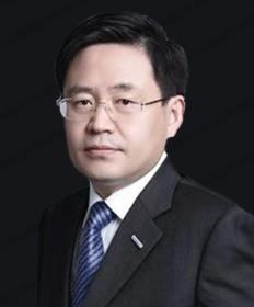 <b>王恩东</b>