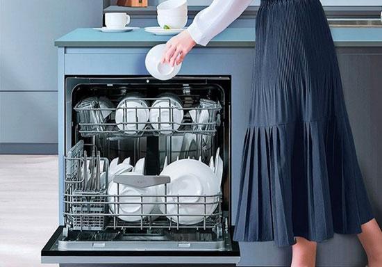 """一站式解决洗碗难题 华帝E5干态洗碗机悉心呵护第二张""""脸"""""""