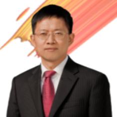 <b>何达炳</b><i>华为中国政企业务副总裁</i>
