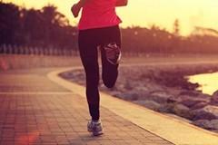 健康运动:跑步机横评访美女教练