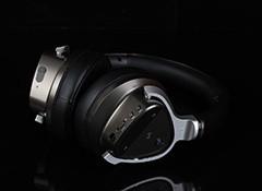 耳机采用了偏重商务感的设计