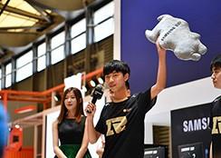 RNG吃鸡战队空降2018CJ三星存储展台
