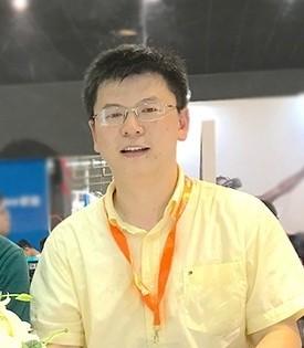<i>未来将打造完整游戏生态链</i><em><b>应俊</b><span>联想中国区游戏业务总监</span></em>