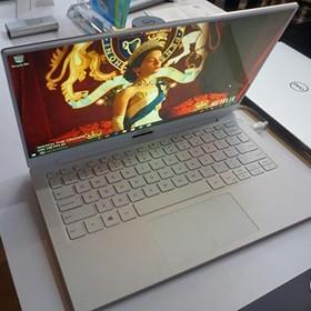 被白色XPS13惊艳到了 CES戴尔展台展示最新款XPS