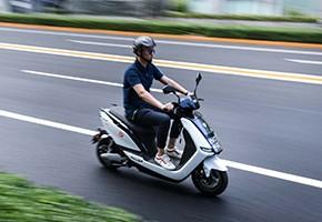 雅迪E7安全骑行让刹车不尖叫