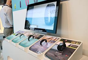 运动监测智能手环 MWC大会Fitbit展台