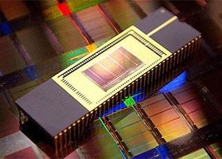 1996闪迪推全球首个64Mb MLC NOR 闪存芯片
