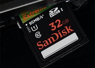 1999闪迪与东芝合作推出SD卡