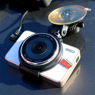 360记录仪通过单目镜头感知技术,支持ADAS驾驶辅助功能