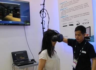 <em>5</em>青研VR眼动仪