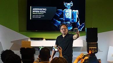 黄仁勋:AI是这一时代最强大技术力量