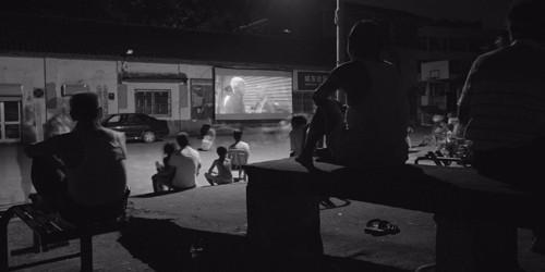 过去我们看电影只能看露天影院