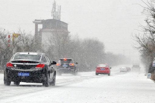 雪天出行选万鸥W7 司机放心家人更安心