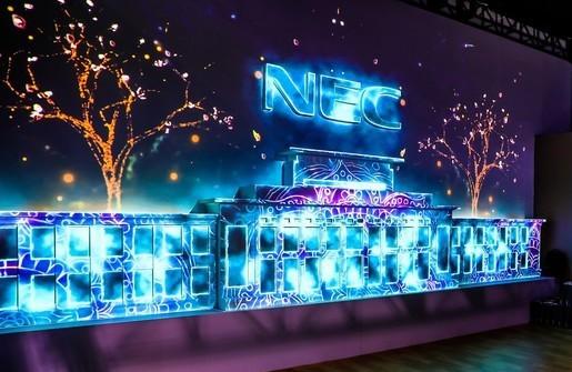 鸿合科技展示多款NEC工程投影