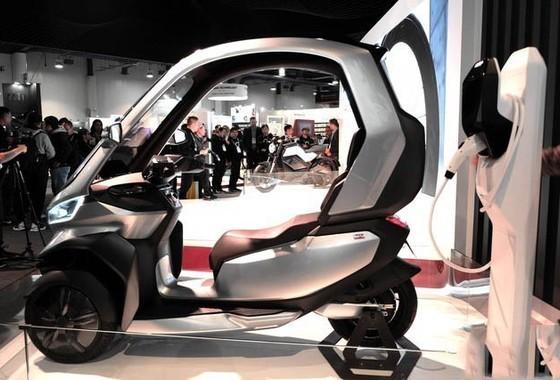 全球首款自动驾驶5G电摩来了