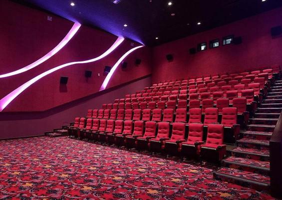 传统电影院画面昏暗,清晰度不高,无法满足日常观影需求