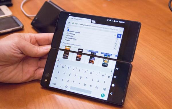 13.CES上的折叠手机哪个厂商发布的?